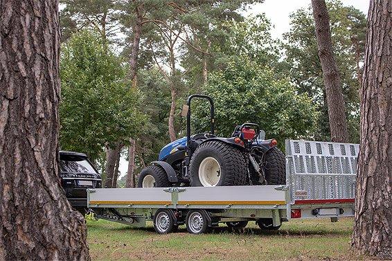 machinetransporter eduard met oprijplaat over hele breedte brede oprijplaat machines transporteren