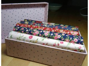 little presentbox with coördinating  Rose-fabric