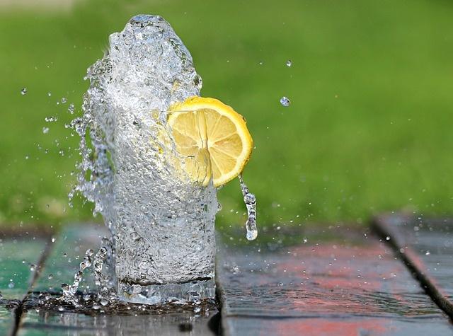Heerlijk, gezond waterstof- drinkwater gemaakt van leidingwater