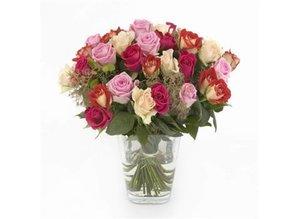 Gemengd rozenboeket met groen