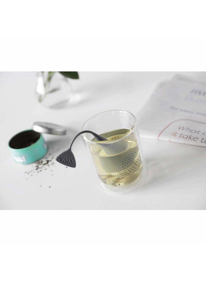 Viva Scandinavia zalmkleurig thee ei dat drijft in je theebeker, voor losse thee