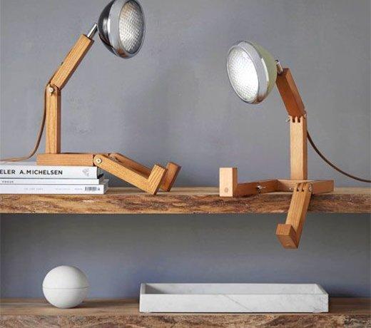 Houten robotlamp Mr Wattson van Piffany Copenhagen