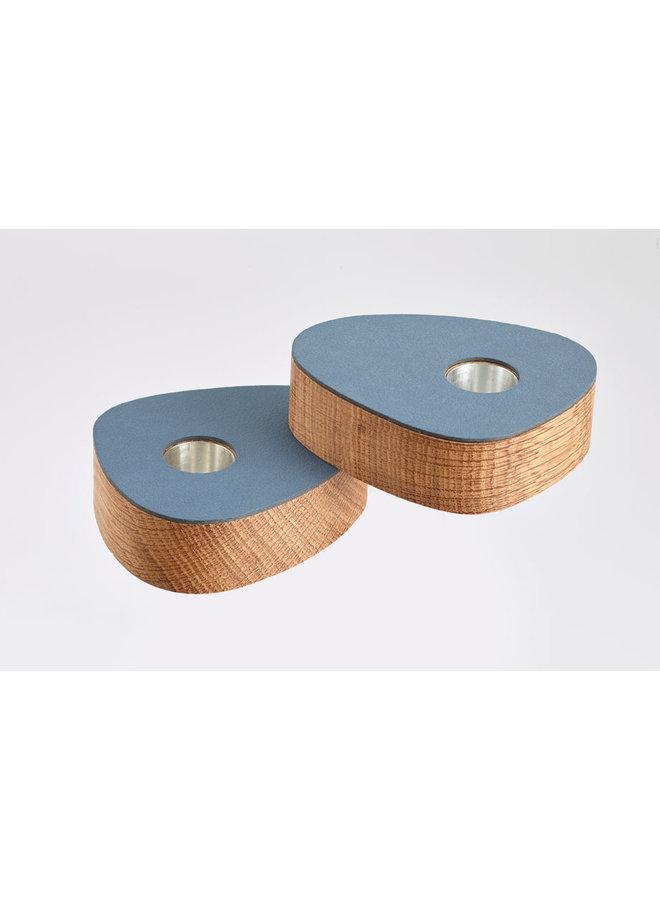 Set aus zwei magnetischen Eichenleuchter mit dunkelblau Leder