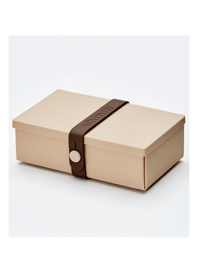 Uhmm box: mokka faltbare Brotdose, die Sie auch als Teller verwenden können. Mit braunem Gurt.