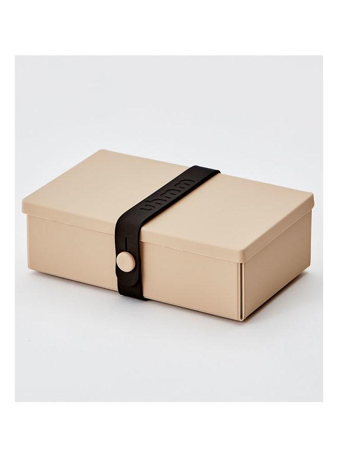 mokka faltbare Brotdose, die Sie auch als Teller verwenden können. Mit schwarzem Gurt.