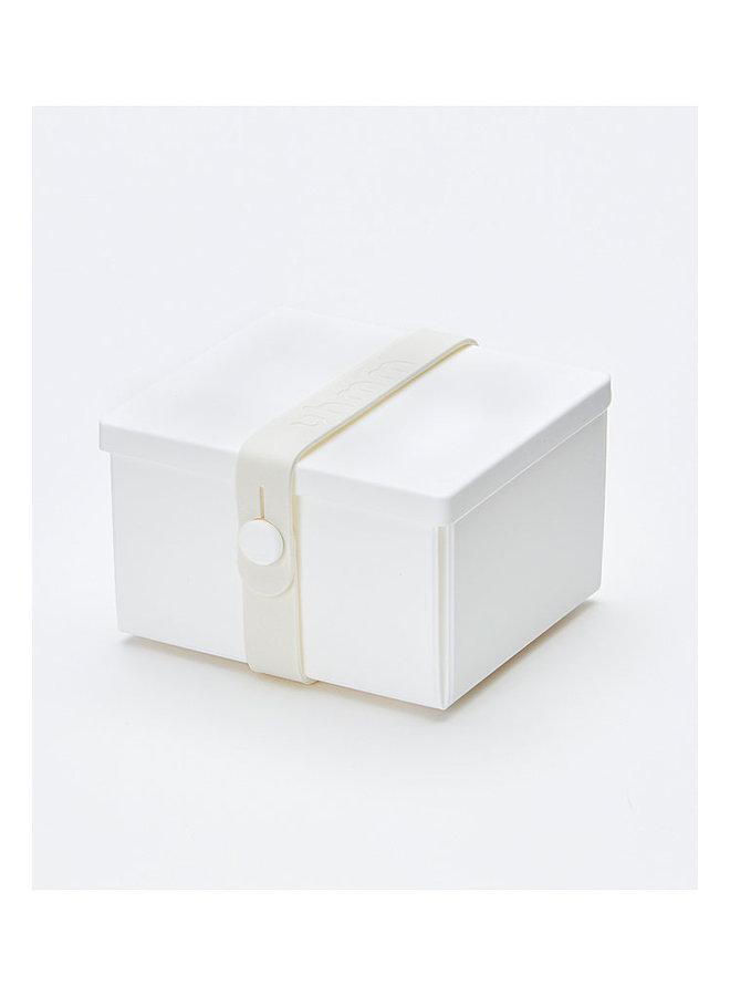 weiße faltbare Brotdose, die Sie auch als Teller verwenden können. Mit weißem Gurt.