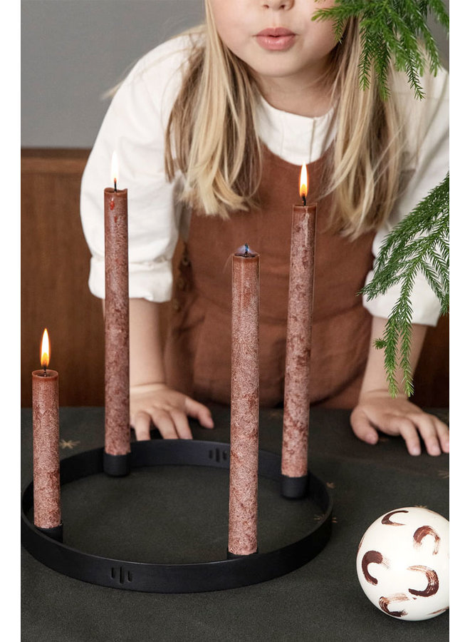 red-brown dinner candles Uno, in a set of 16 pieces