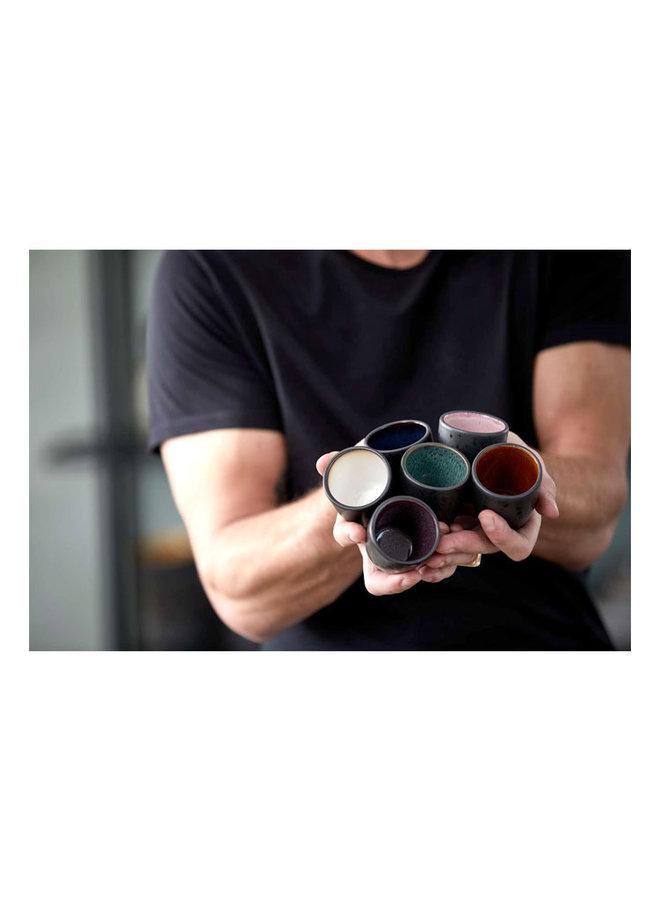 Set mit sechs Espressotassen aus Steingut in verschiedenen Farben