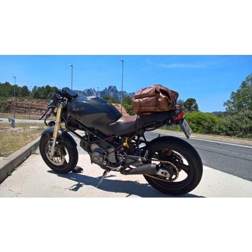Unique Ducati Caferacer based on Monster M600 DARK