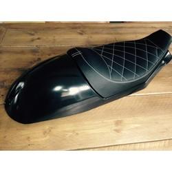 Selle noire Diamond Triumph Bonneville 2008 avec assise 50