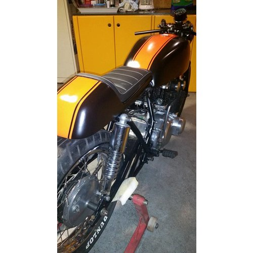 C.Racer Cafe Racer Seat Tuck N' Roll Stitch Zwart Type 33