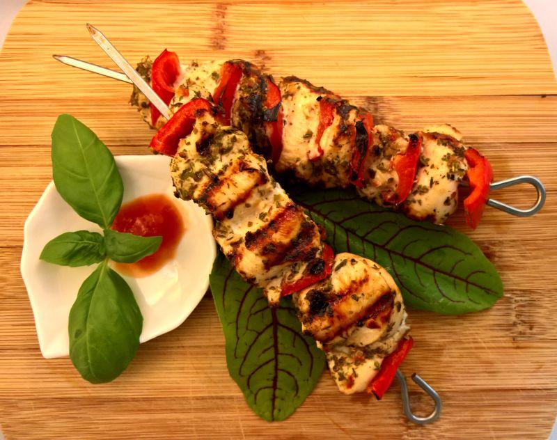 Italiaanse kipspiesjes met kipfilet, paprika en diverse kruiden (barbecue recept voor 6 spiesjes)