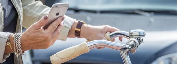 Vanaf 1 juli 2019 boete voor mobieltje op de fiets (en andere elektronische apparaten)