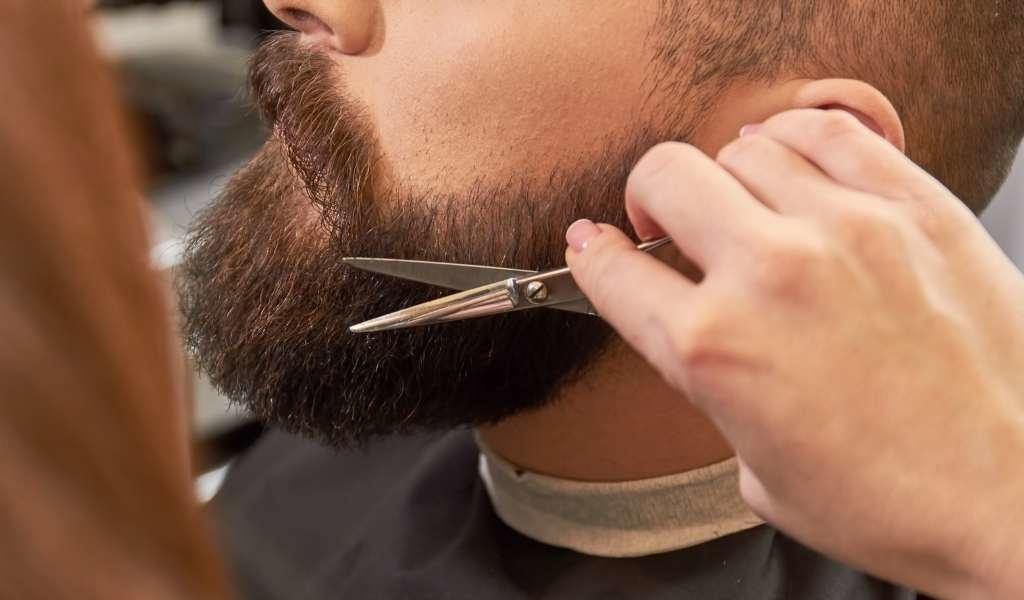 baard trimmen met schaartje