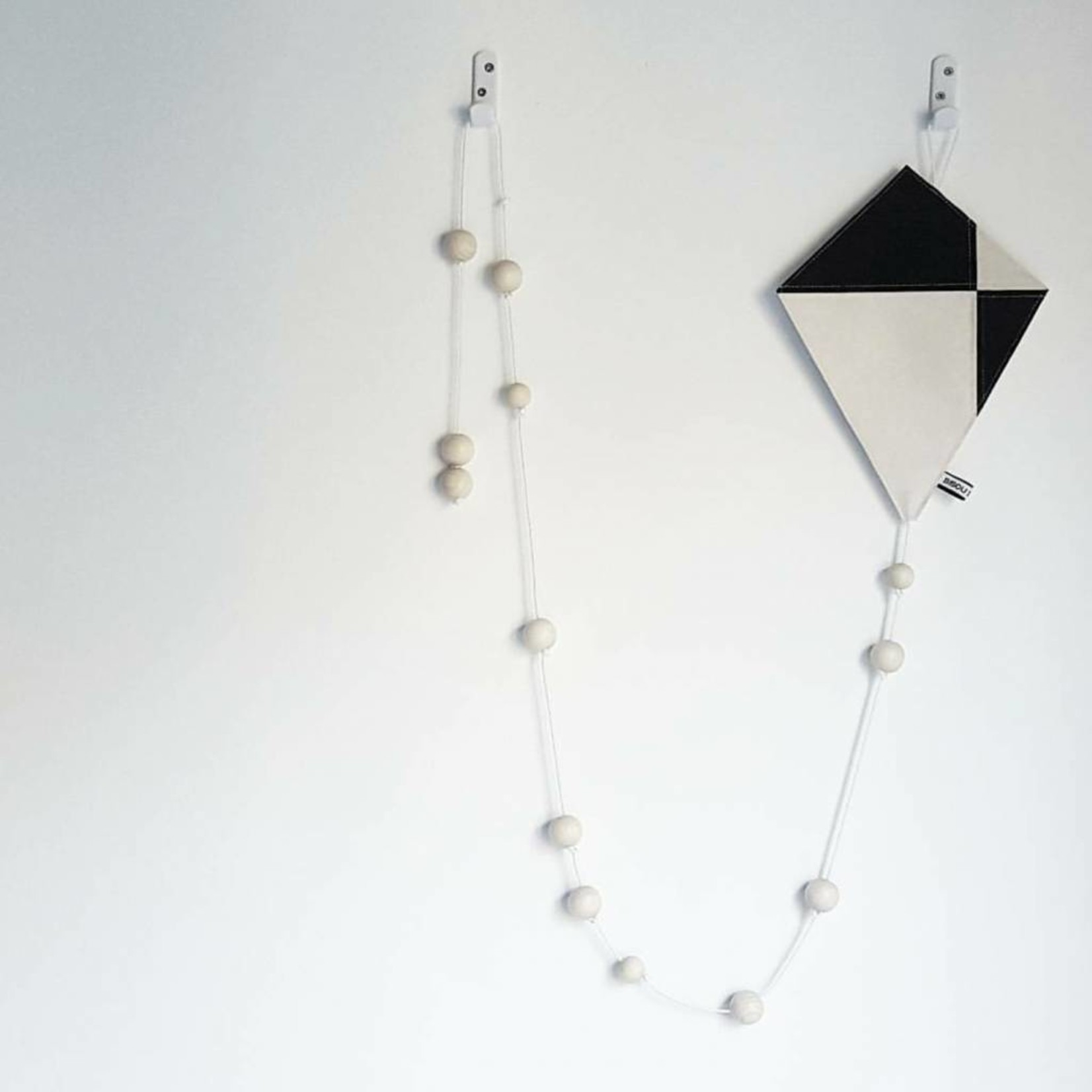 Bisou de Lou Kite | Hanger zwart en wit