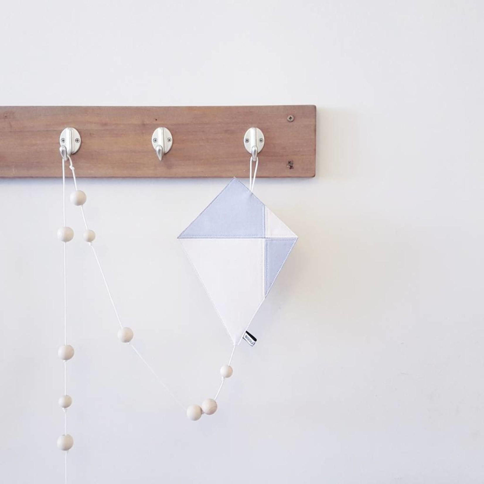 Bisou de Lou Kite | Hanger Grey and White