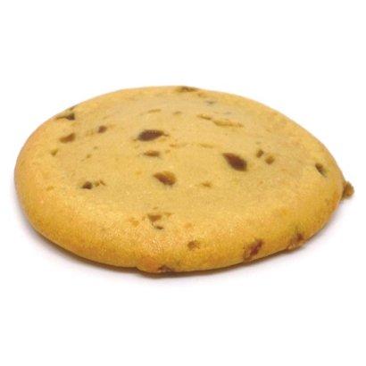 Zachte proteïne koek met karamelstukjes