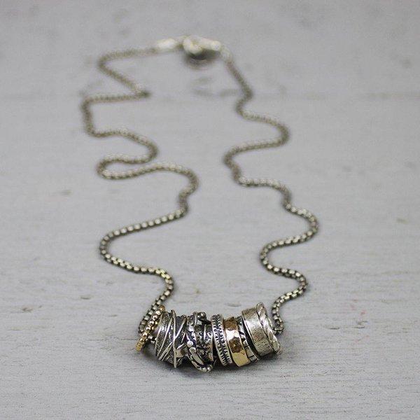 19692 - Collier zilver oxy en goldfilled met losse ringetjes