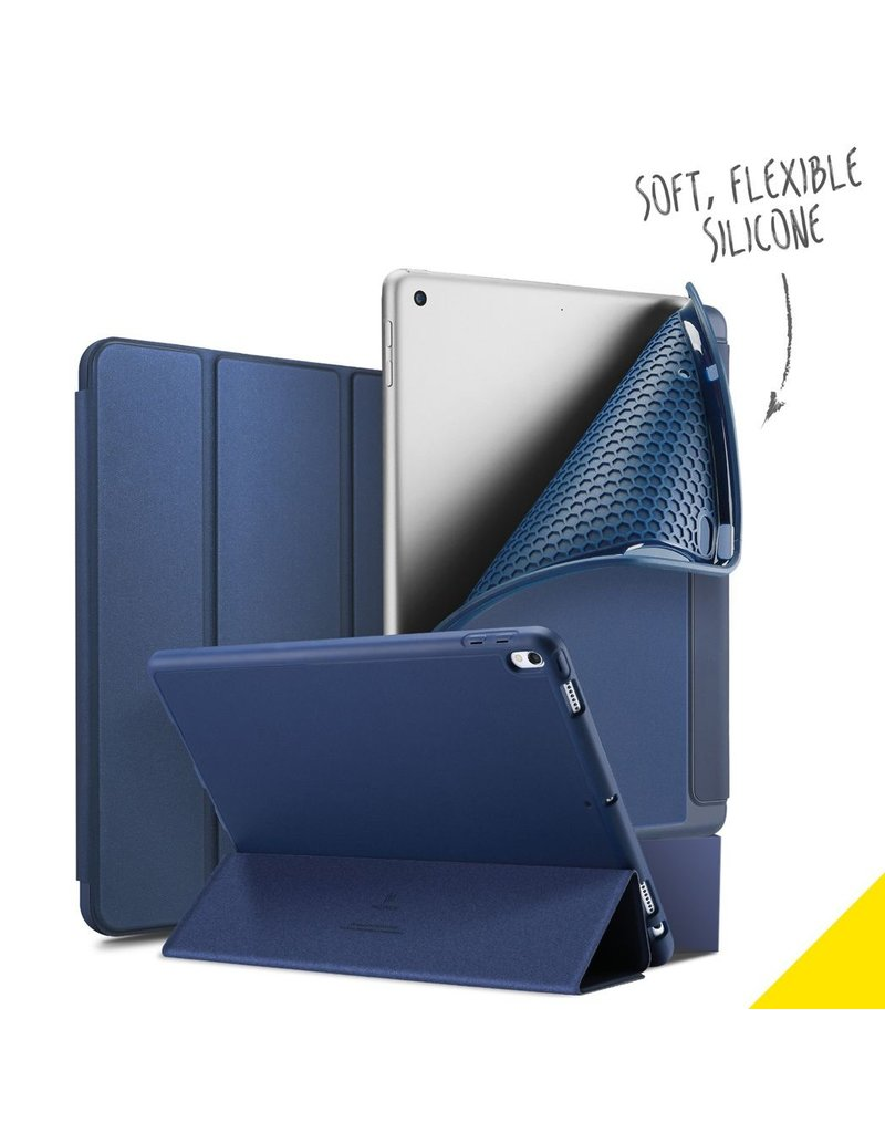 Accezz Accezz Smart Silicone Bookcase voor de iPad (2018) / (2017) / Air (2) Blauw