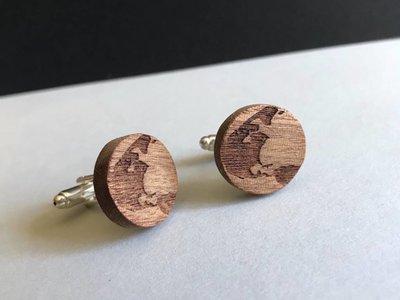Bewoodz Manschettenknöpfe aus Holz & Edelstahl 'World Traveller'