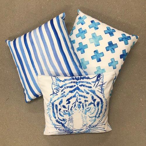 Sweet Living Vierkant Sierkussen Blauwe Kruisjes