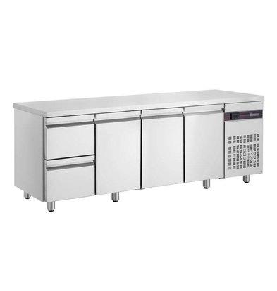 XXLselect Edelstahl Kühltisch | 3-Türig | 2 Schubladen | 571 Liter | 440W | 224x70x(h)87cm