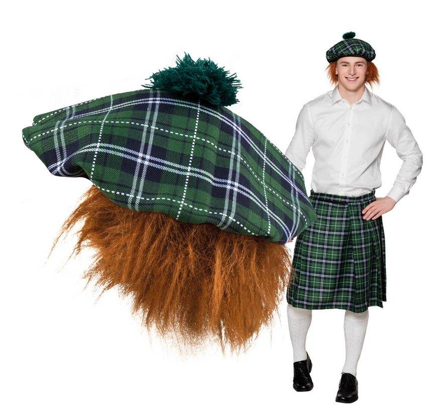 Groene Schotse baret met rossig haar