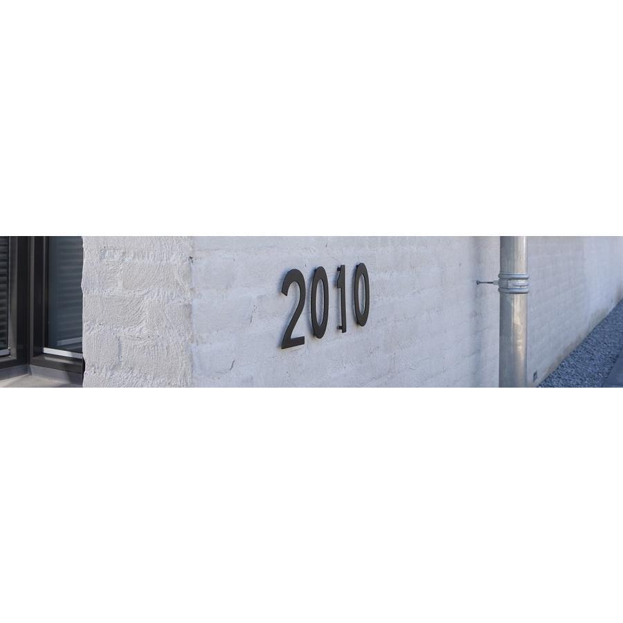 Mat zwart huisnummer 2 met een hoogte van 150mm
