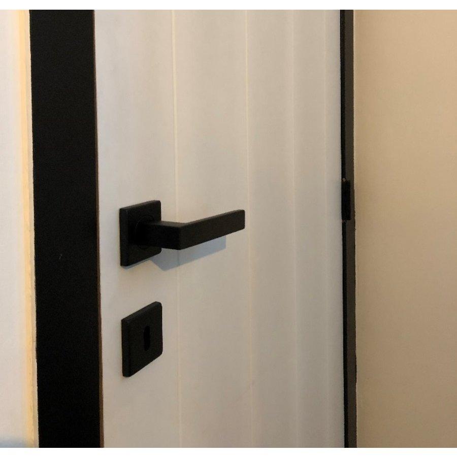 Zwarte massieve deurklinken Cosmic met sleutelplaatjes