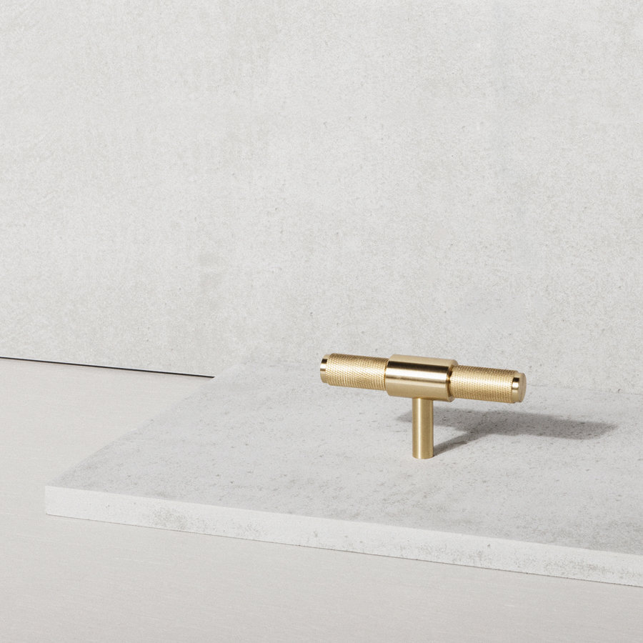 """Furniture handle """"T-Bar"""" in Buster & Punch brass"""