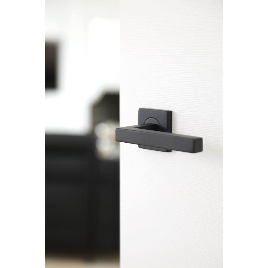Zwarte deurklinken Kubic Shape met sleutelplaatjes