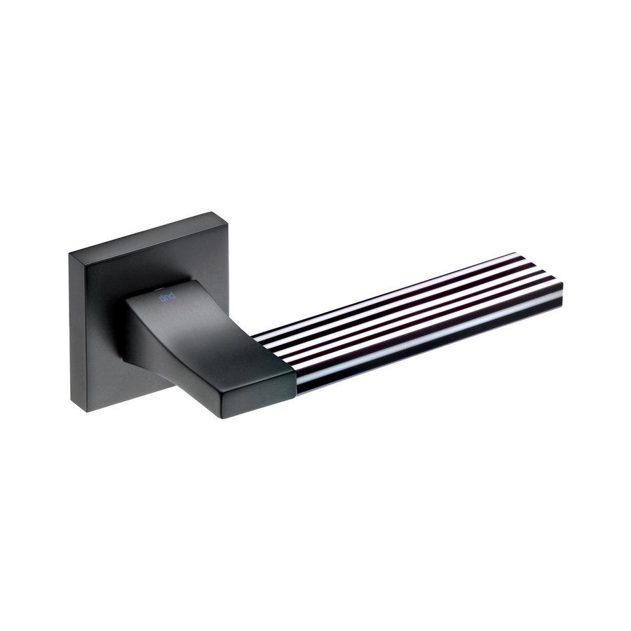 Zwarte deurklinken 'Change + ins06' met bijhorende sleutelplaatjes