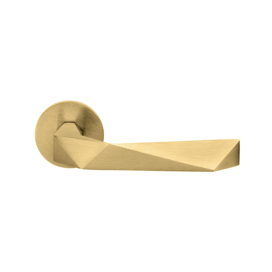 Luxury door handle in matt gold PVD on round rosettes