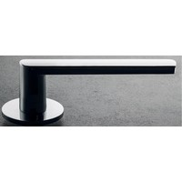 DND deurkruk 'Luce 4mm' zwart op rond geveerd rozet van 4mm met sleutelplaatjes