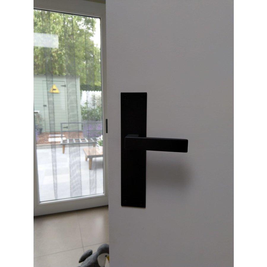 Deurkruk Amsterdam sleutelgat 110mm mat zwart op renovatieschild
