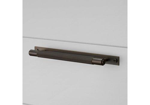 Poignée de meuble en bronze fumé sur plaque 160/200 mm