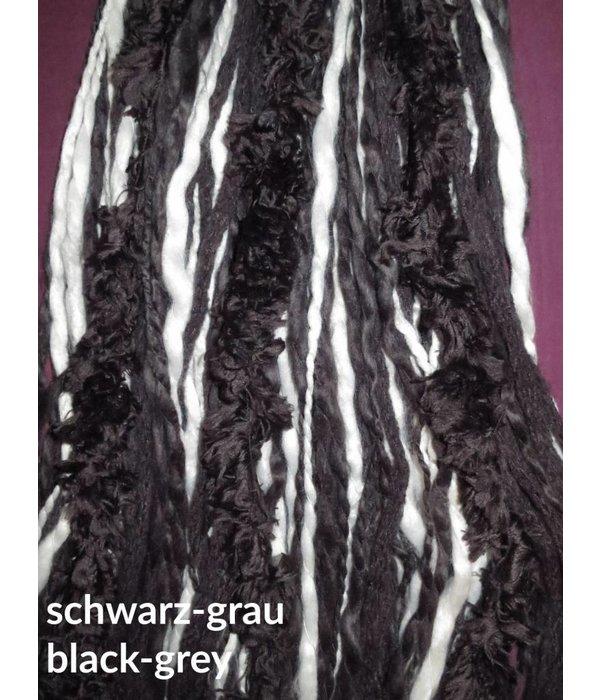 Gothic Dreads mit falschem Fell