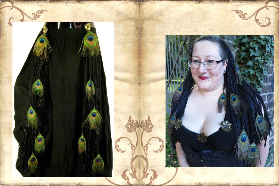 Schwarze Dreads und Gürtelclips mit Pfauenfedern für edlen Gothic Look