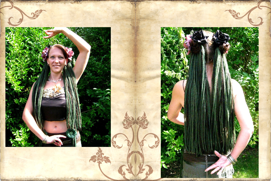 Offene Dreads an 2 Zöpfen mit vielen Haarblumen für Tribal Fusion Belly Dance Look