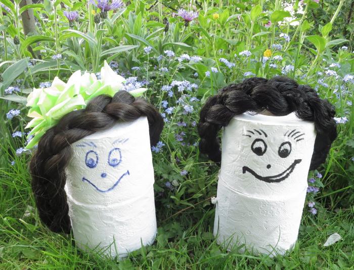 Cloey und Loouise haben verschiedene Stylingansichten für Zopfhaarbänder