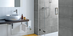 Hoeveel water levert een CEX elektrische doorstromer om te douchen?