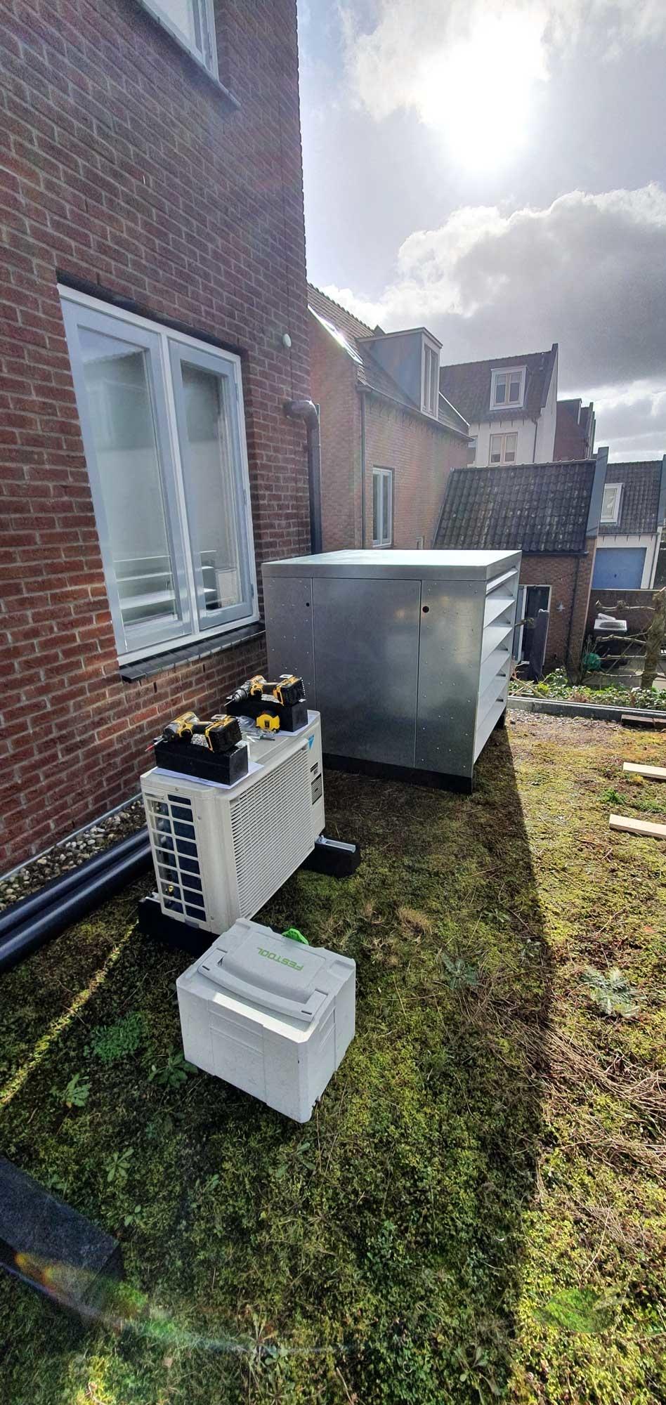 Last van het gebrom van een warmtepomp of airco buitenunit?