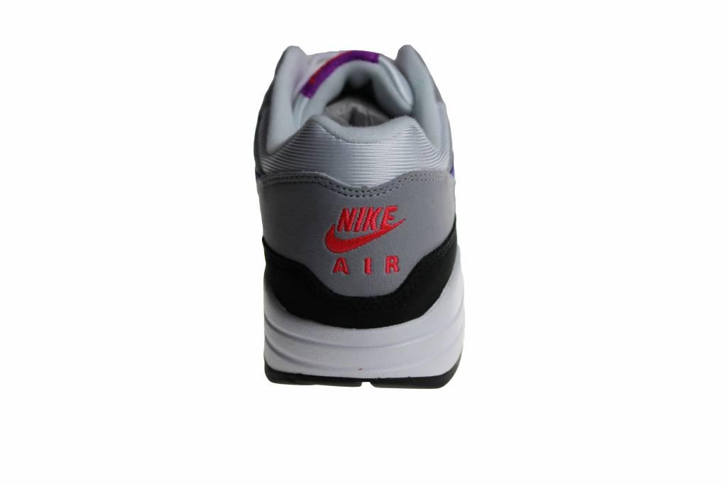 ede655a07465 Nike Wmns Air Max 1