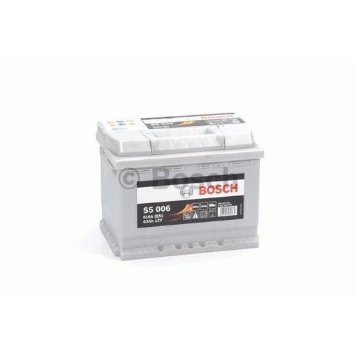 Bosch Auto accu 12 volt 63 ah Type S5006 + links