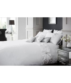 Beau Maison luxe dekbedovertrek ''Grand Bourg'' wit