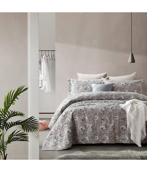 Dreamhouse Bedding Luxe bedsprei ''Classic Flower'' taupe