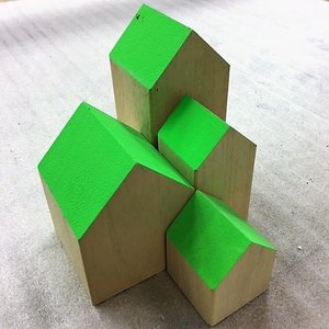 Huisje massief ca 5 x 5 x 7cm laag groen