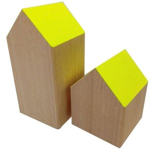 huisje massief hout ca 7 x 7 x 9cm laag geel