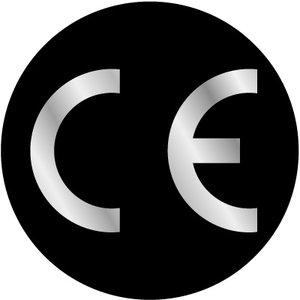 CE-sticker rond zwarte ondergrond, zilveren logo