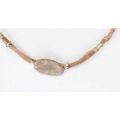 Wrap choker met steen en goud draad taupe (318097)